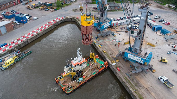 Minesto's micro grid system buoy is lifted to the River Clyde prior to its tow to Holyhead. Photo: Rob Johnson/Film Up High