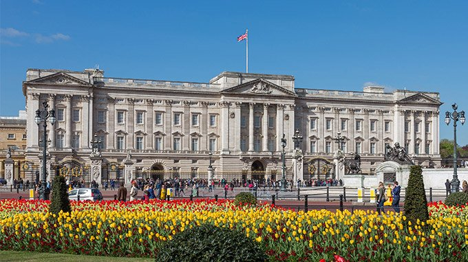 Picture of Buckingham Palace. Photo by DAVID ILIFF. License: CC-BY-SA 3.0